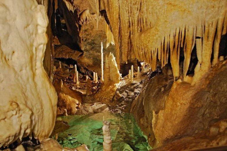De Atta-Höhle, ook wel de koningin onder de druipsteengrotten genoemd - Vakantiehuisje Winterberg